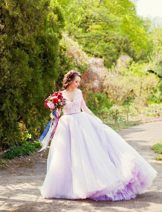 Duhové svatební šaty, barevné svatební šaty