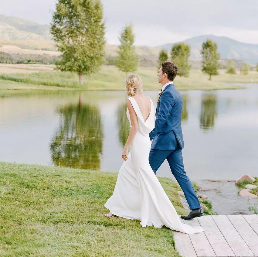 Minimalistické svatební šaty