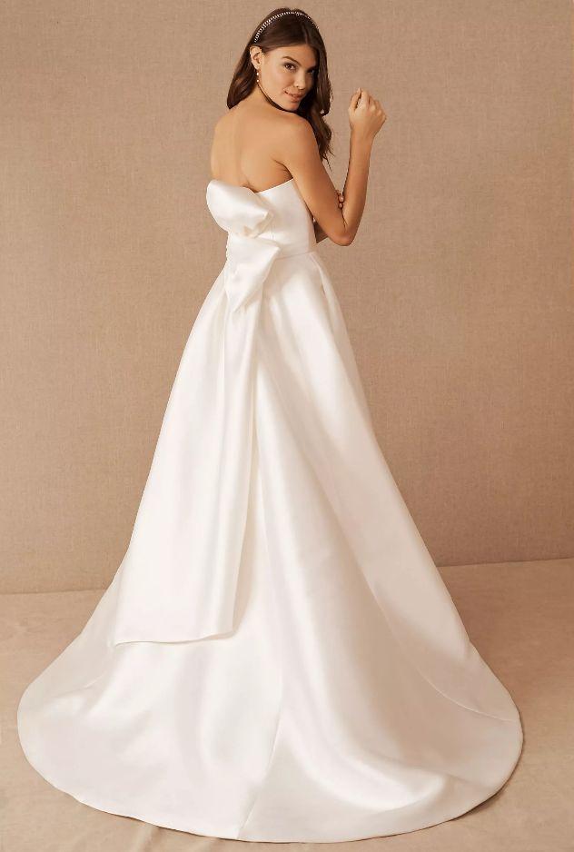 Minimalistické svatební šaty, svatební šaty s holými zády