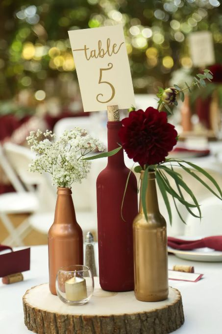 Čísla na stoly z lahví od vína