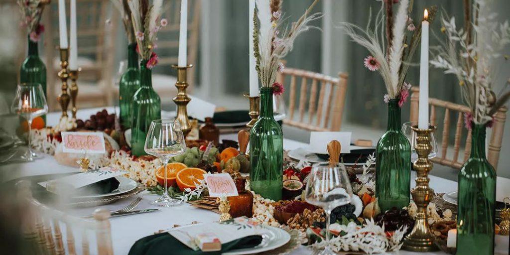 Dekorace na svatbu z lahví od vína