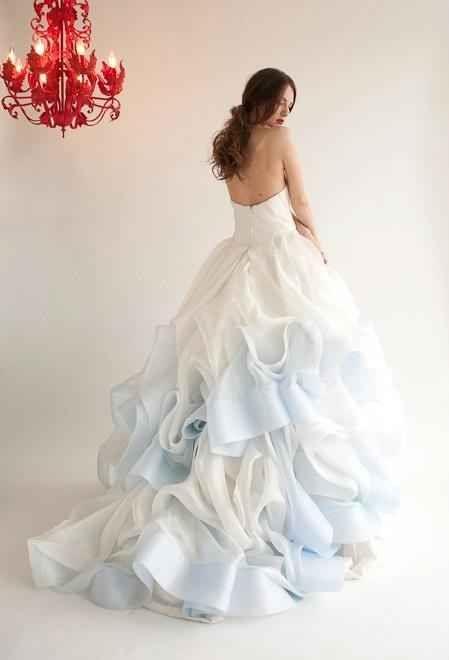 Modré svatební šaty