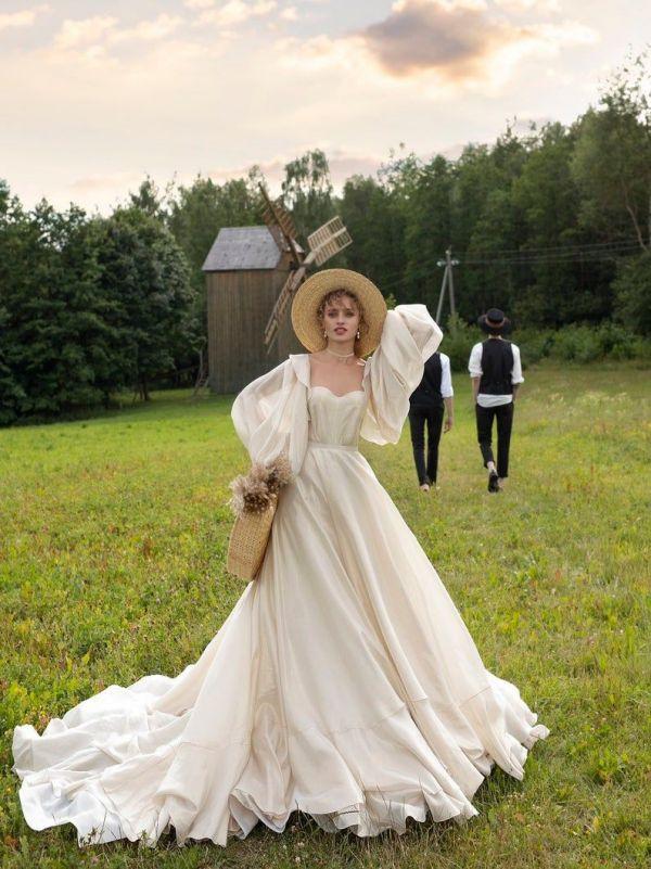 Slaměný klobouk pro nevěstu, nevěsta v klobouku, venkovská nevěsta
