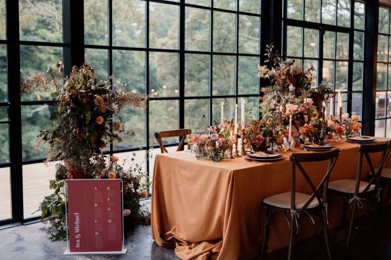 Přírodní barvy na svatbu, cottagecore svatba, romantická svatební výzdoba