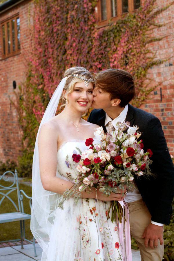 Luční svatební kytice, zahradní svatební kytice, přírodní svatební kytice
