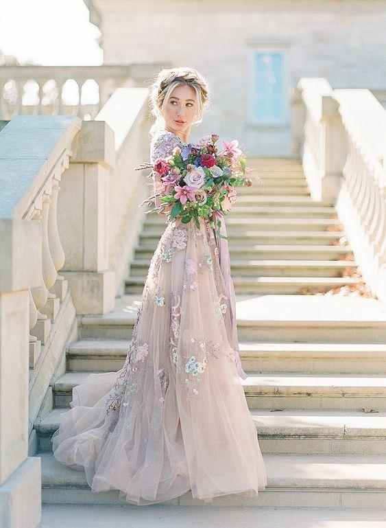 Levandulové svatební šaty, fialové svatební šaty