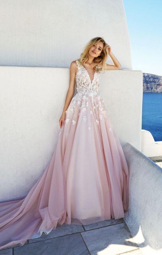 Růžové svatební šaty