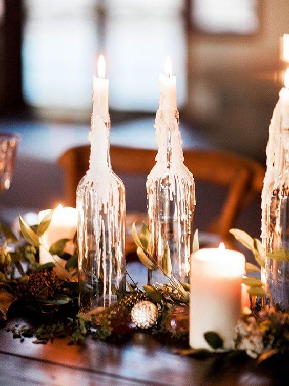 Svícny na svatební stůl z lahví od vína