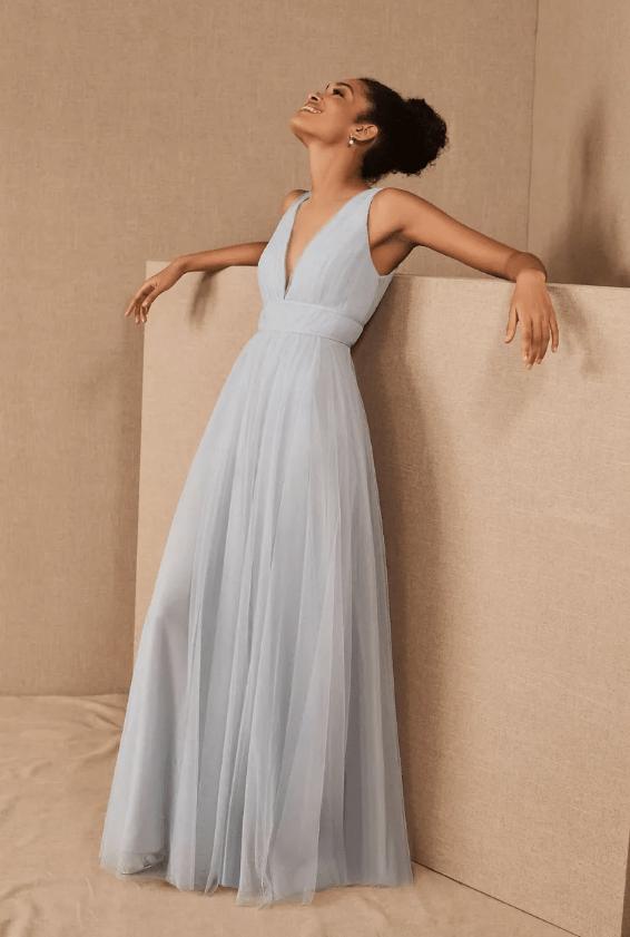 Bleděmodré svatební šaty