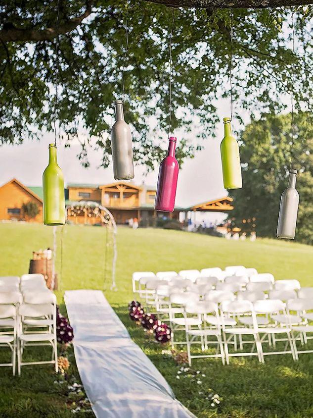 Výzdoba na svatbu z lahví od vína