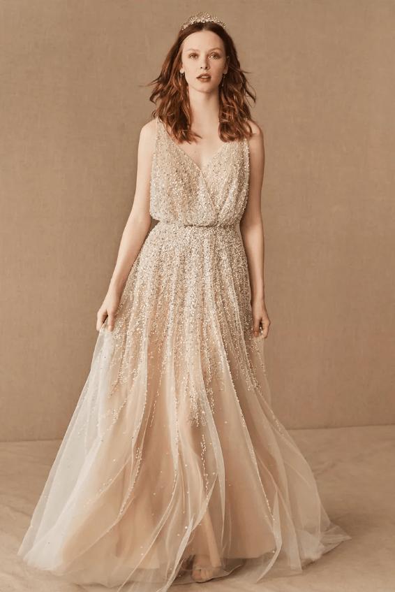 Zlaté svatební šaty