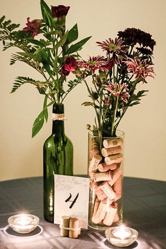 Svatební výzdoba z lahví od vína, korkové zátky jako dekorace na svatbě