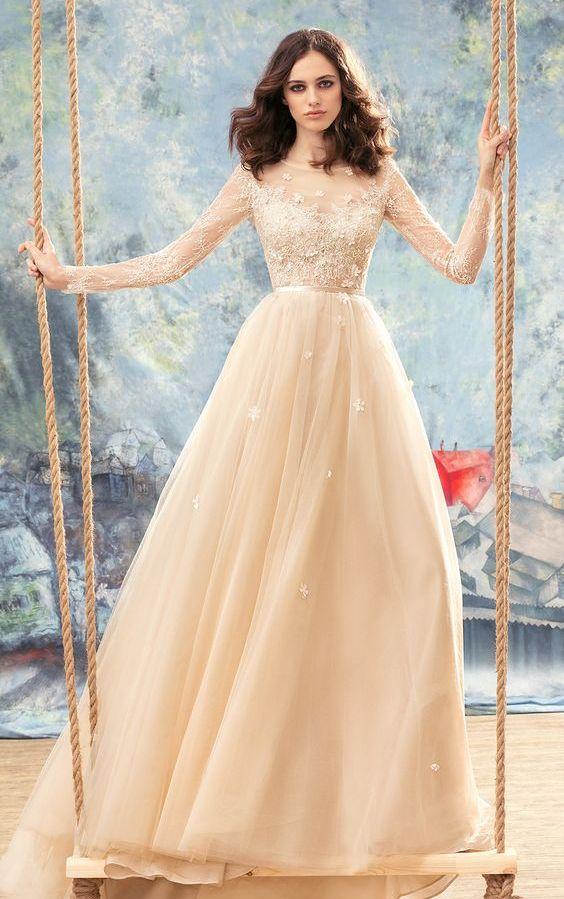 Champagne svatební šaty