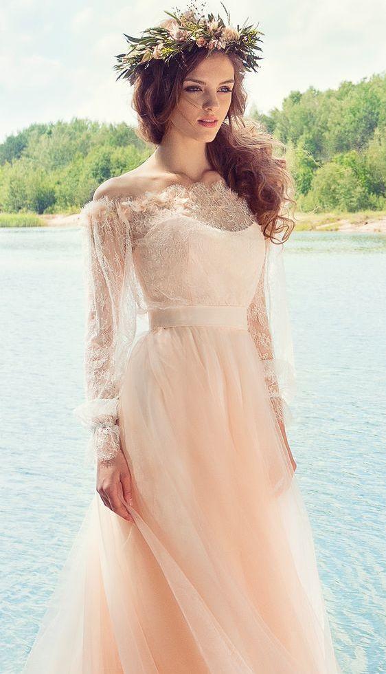 Broskvové svatební šaty