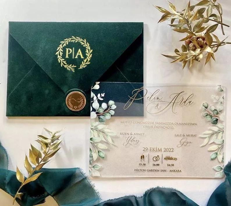 Elegantní svatební oznámení, sametová obálka, akrylové svatební oznámení