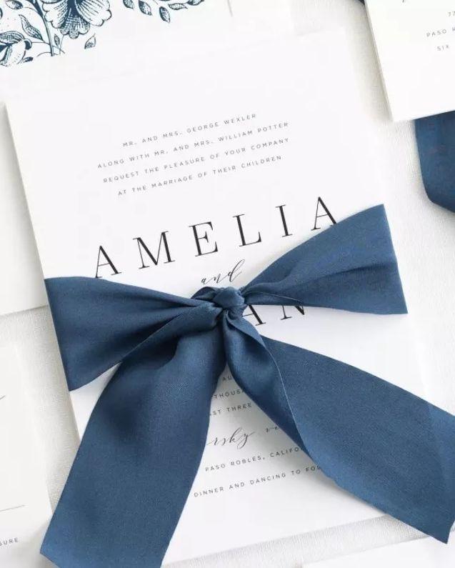 elegantní svatební pozvánky se stuhou