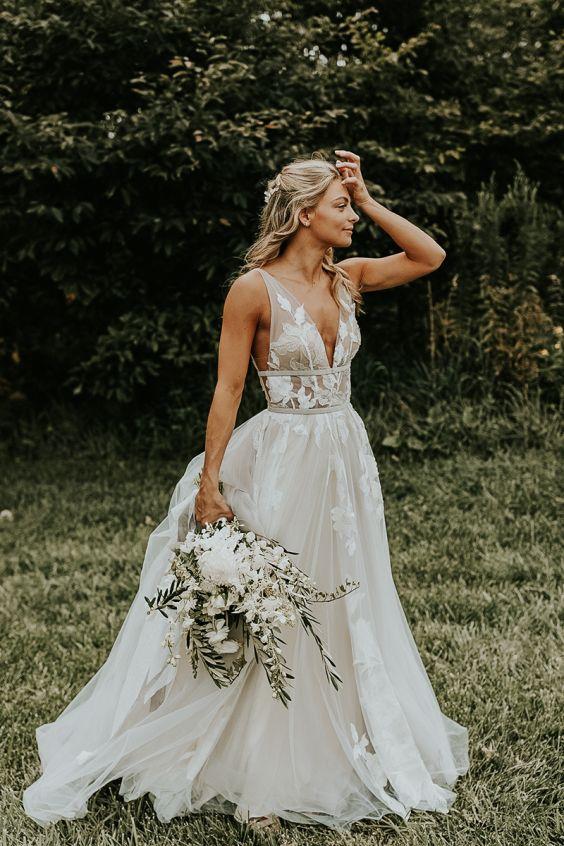 Svatební šaty s květy