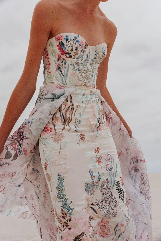 Květované svatební šaty