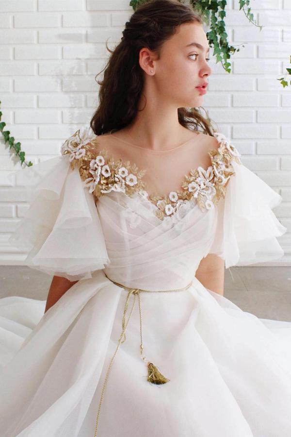 Svatební šaty se zdobeným živůtkem