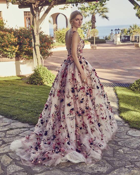 Kětované svatební šaty