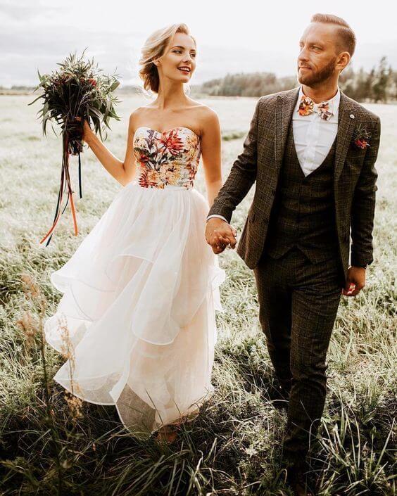 Květinové svatební šaty, vyšívaný živůtek