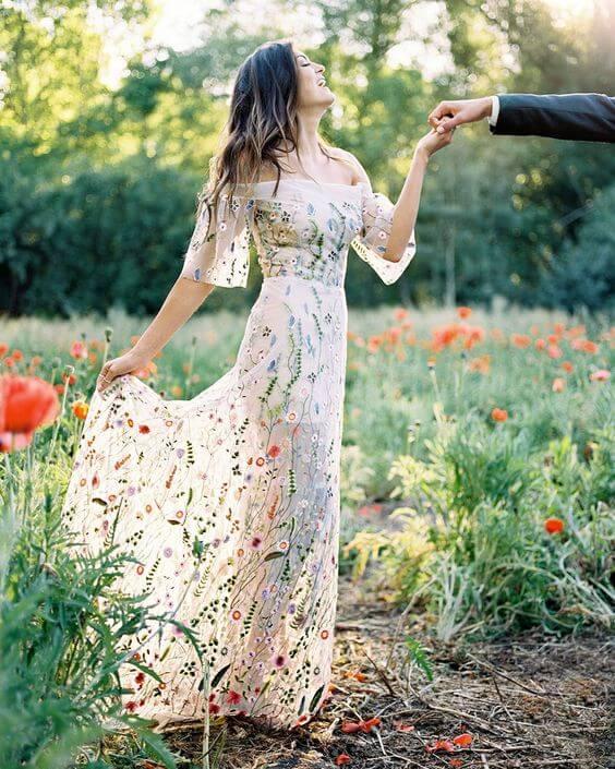 Květinové svatební šaty