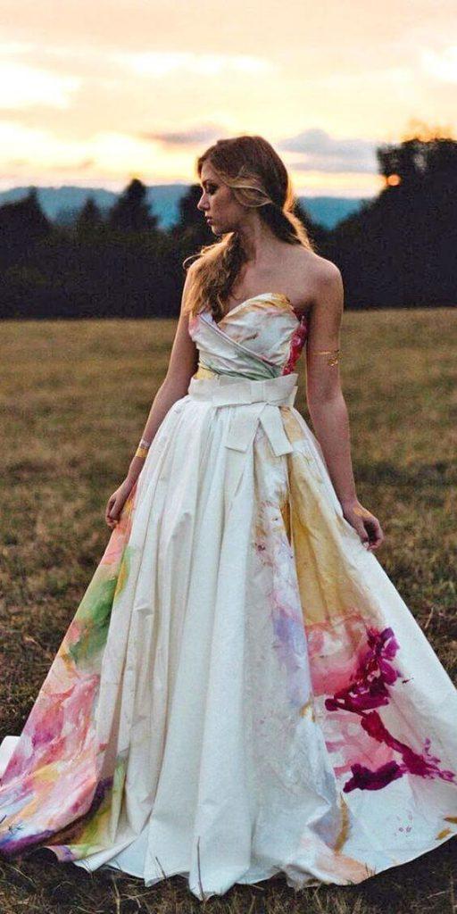 Malované svatební šaty