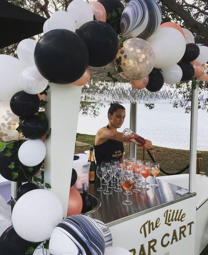 Mobilní bar na svatbu, balónková výzdoba na svatbu