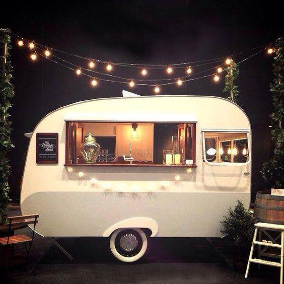 Mobilní bar na svatbu, osvětlení na svatbu
