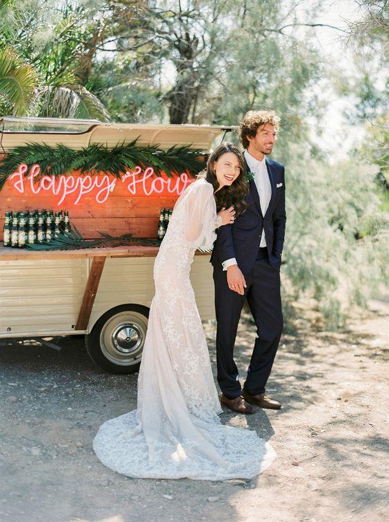 Mobilní bar na svatbu, neonové nápisy na svatbu