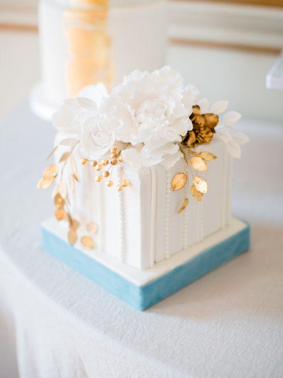 Zdobený svatební dort