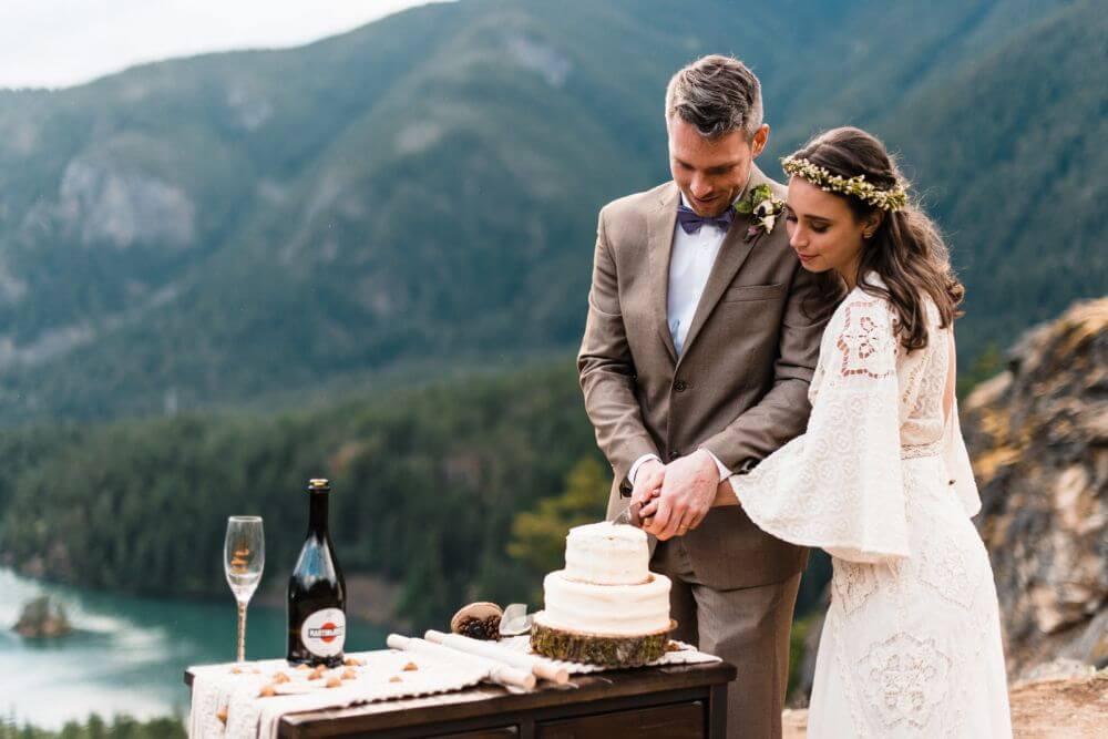 malý svatební dort na mikrosvatbu
